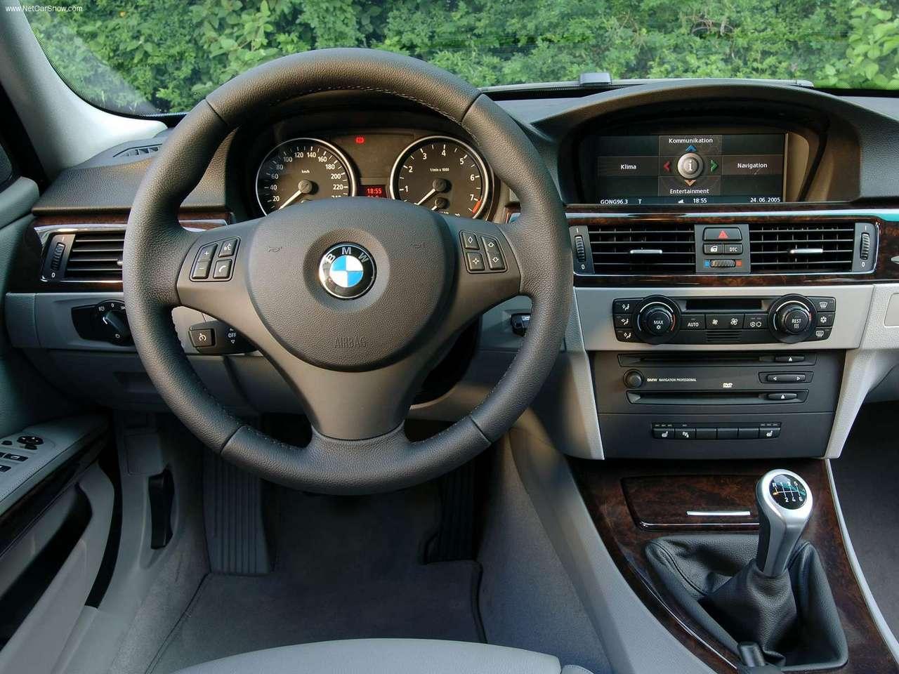 Motozone     BMW       325i    Touring E91 prezentacja auta   opis